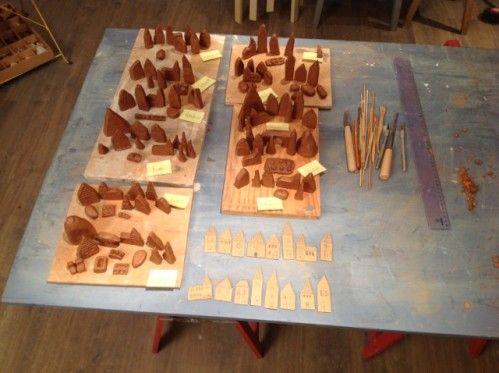 Cr ation de petits villages en argile la fa on des santons j 39 adoooore ce projet r alis avec - Idee de creation avec de l argile ...