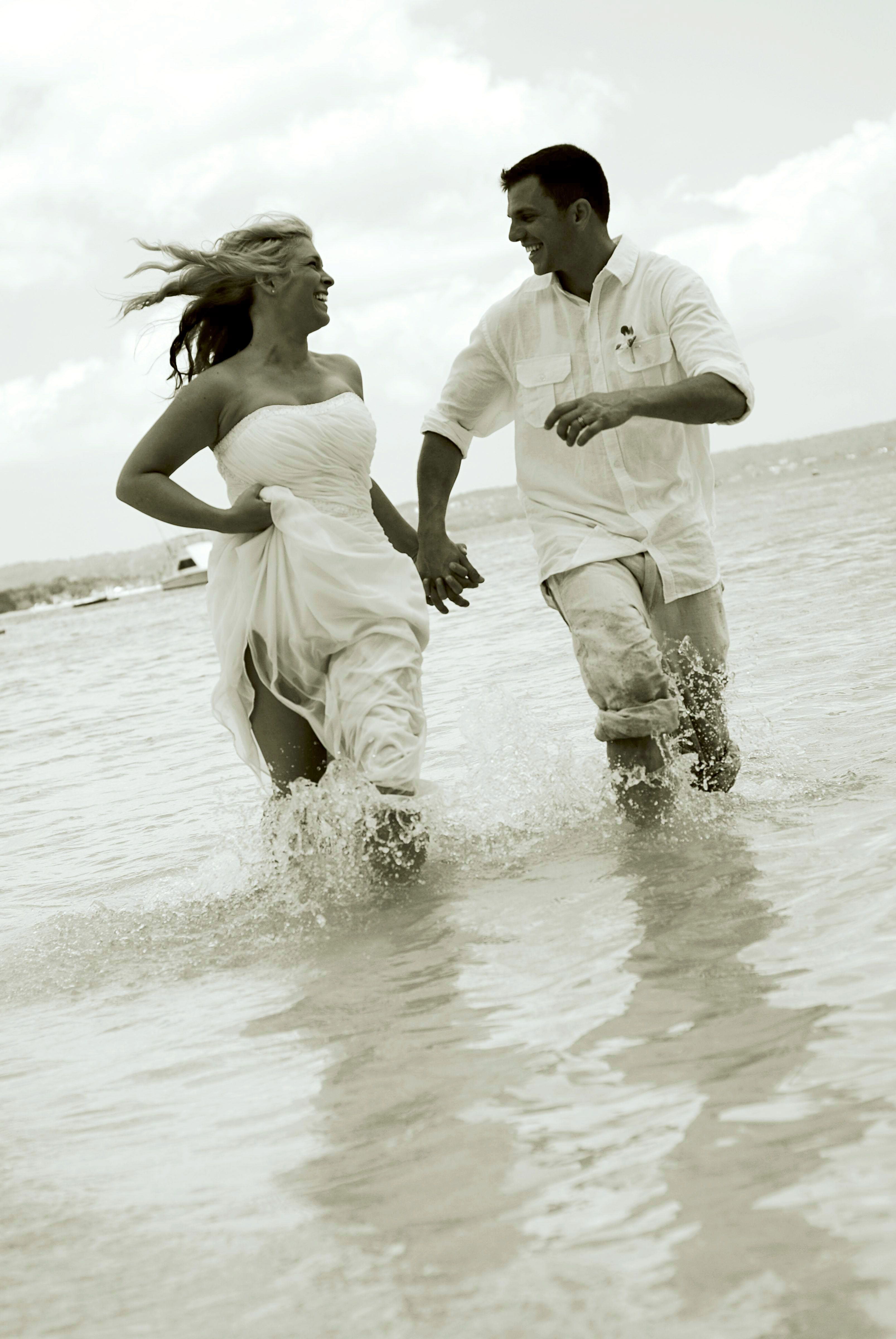 vacationsbyvip.com | What a great Trash the Dress photo idea!