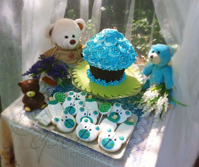 """*Vanilla cookies with decorative almond icing and hand painted. Size 1 1/2"""" to 3 1/2"""" *Giant Cupcake - Rum raisin"""