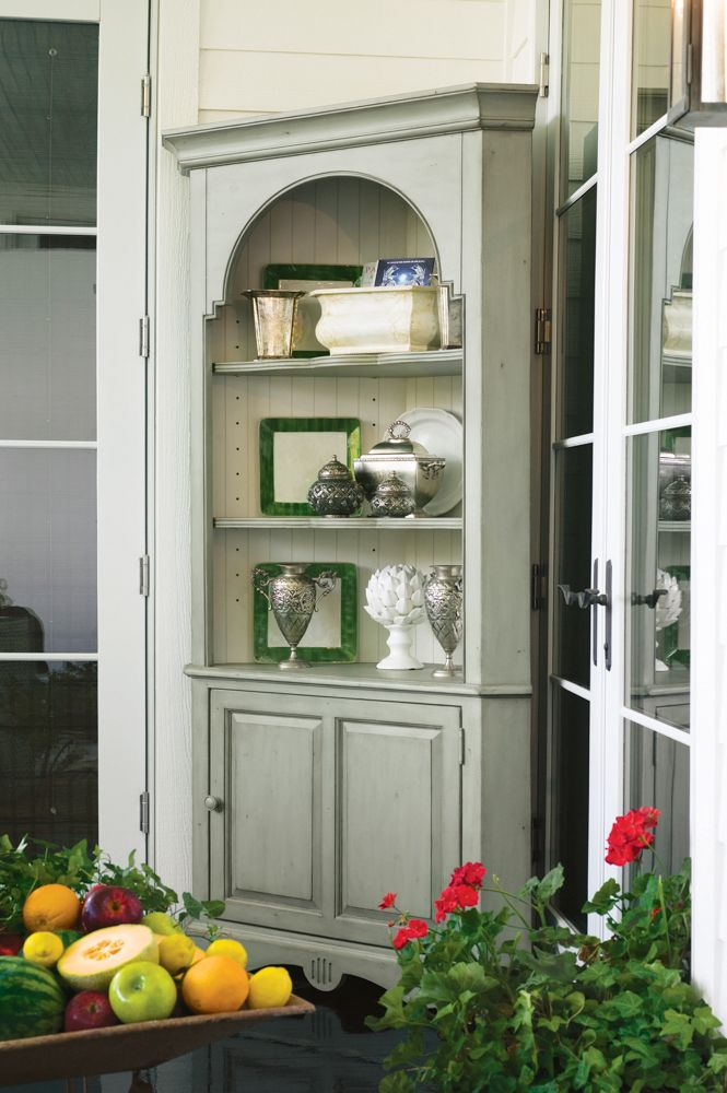 Universal Furniture Paula Deen Home Corner Cupboard In