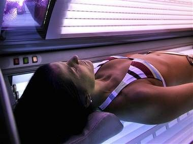 Teens and young adults know the health risks of using tanning beds, but some go tanning anyway. A new study suggests why — they see health risks everywhere around them, so tanning beds don't stand out as a particular danger. (photo: Al Grillo / AP file)