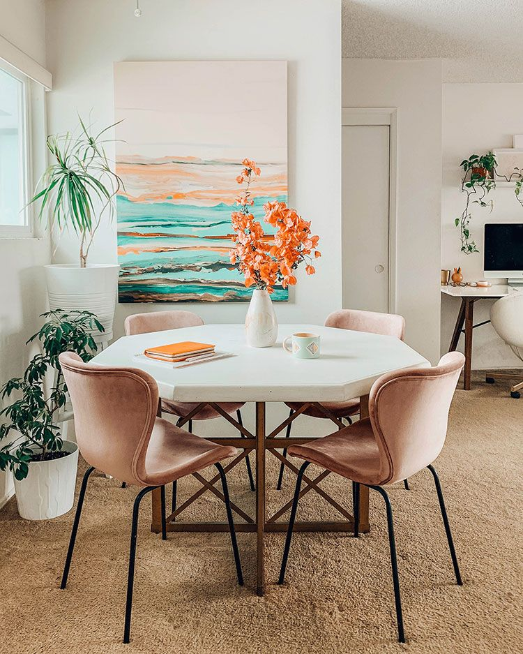 Small Space Squad Home Tour: Inside the Colorful and Cozy home of photographer Arielle Vey. @ariellevey #smallspaces #tinyhouse #livesmall #smallspacesquad #hometour #housetour #minimalist #minimalism #boho #bohemian #bohostyle #sandiego #sandiegoapartment