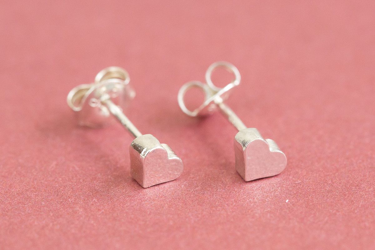 "925 heart earrings-AG -The heart shape (♥) is an ideograph used to express the idea of the ""heart"" in its metaphorical or symbolic sense as the center of emotion, including affection and love, especially romantic love. Fall in love, Fall in love jewelry. Be beauty with Alllick !"