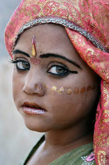 Pin By Rita Anoffo On Indian Style Girl With Green Eyes