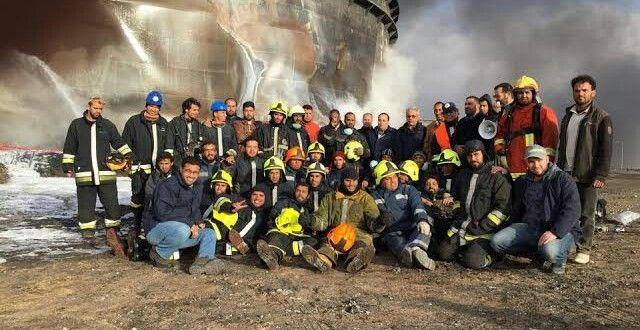 فريق الاطفاء والسلامة الوطنية بعد استكمال اطفاء خزانات السدرة