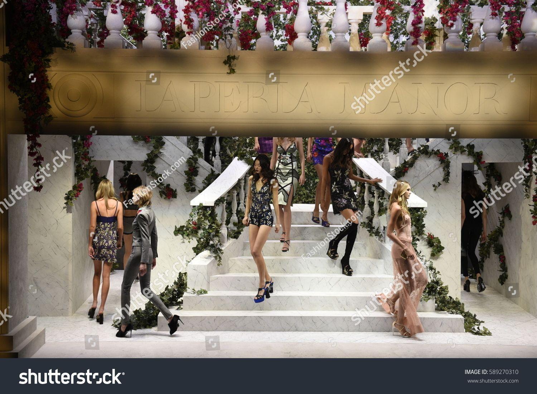 New York Ny February 09 Models Walk On The Runway At La Perla Fashion Show Fall U002fwinter 2017 2018 Ready To Ad In 2020 Pop Art Design La Fashion Fashion Show