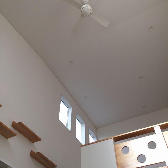 sayumiresoraさんの、吹き抜け,ナチュラルインテリア,シンプルインテリア,ナチュラル,北欧,シーリングファン,キャットウォーク,中二階,壁/天井,のお部屋写真