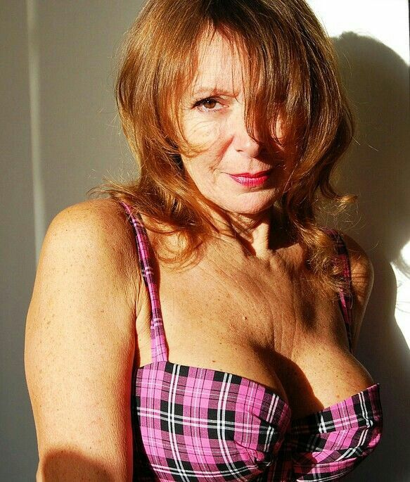 Pin On Milfs Matures And Gorgeous Ladies