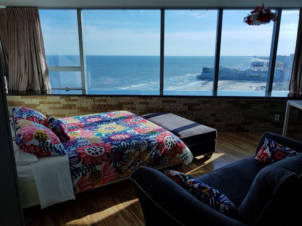 Summer Rental Oceanfront Studio Suite In This Luxurious 31 Story Boardwalk And Oceanfront Resort Atlantic City Boardwalk Atlantic City Perfect Vacation Spots