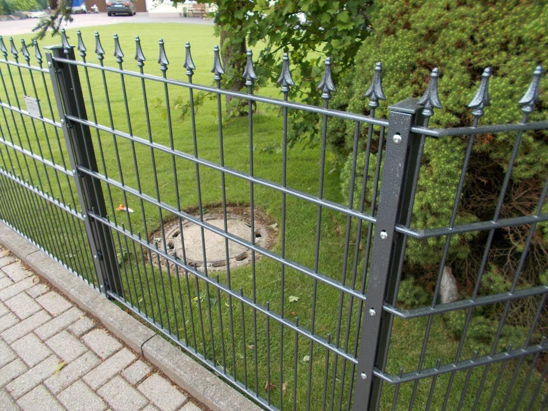 Dekor U Profil Zaun Mit Spitze Beschichtet In Sonderfarbe Silber Antik Gartenzaun Metall Zaun Zaune Metall