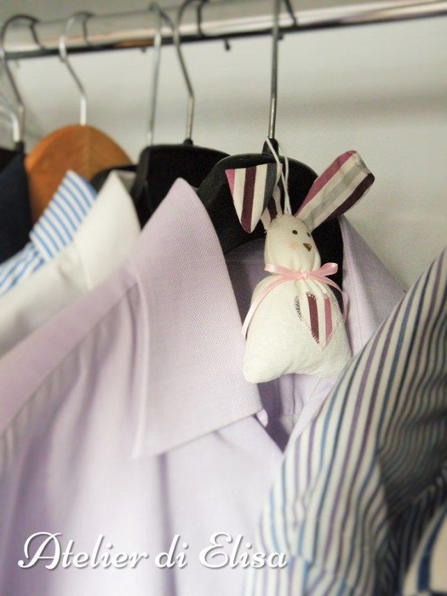 Bomboniere Coniglietti - Battesimo Agnese, 24 maggio 2015: un gancetto/capoletta all'estremità della testolina per poter appendere i coniglietti nell'armadio o direttamente sulle grucce ... per poter profumare tutto l'armadio con una nota bella intensa di lavanda!