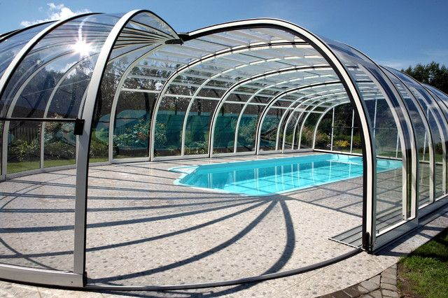 Large And Full Covered Pool Enclosure Made Of Glass Panels And Aluminum Mid Size Swimming Pool Swimming Pool Enclosures Retractable Pool Cover Pool Enclosures