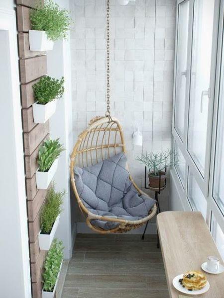 Kleiner Balkon schlicht und mit Stil gestaltet. Weniger ist eben mehr. #smallporchdecorating