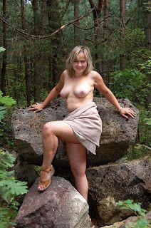 chastnoe-eroticheskoe-foto-na-publike-foto-molodie-pisayushie