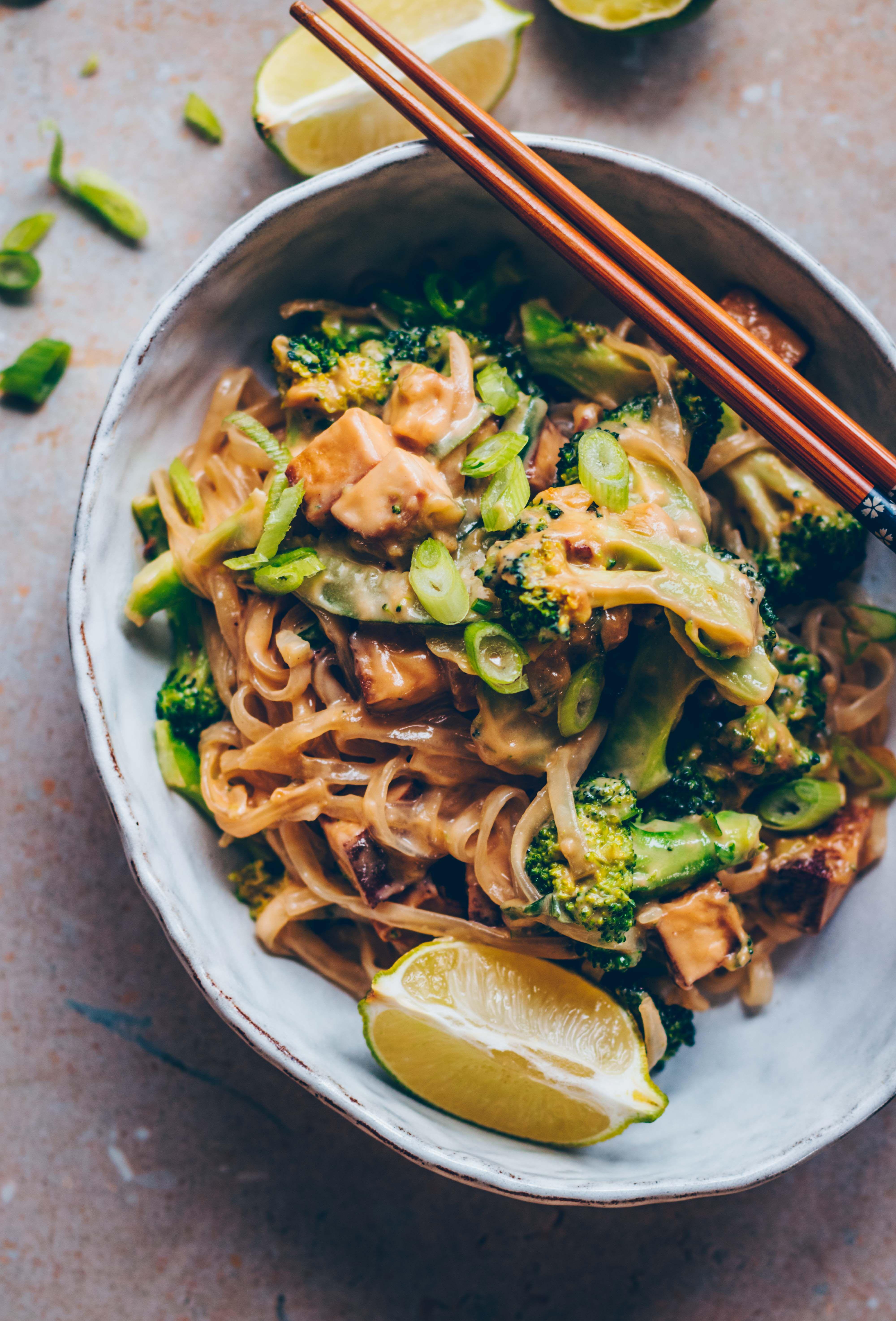 Veganes Pad Thai mit Cashew Butter und Brokkoli - Klara`s Life
