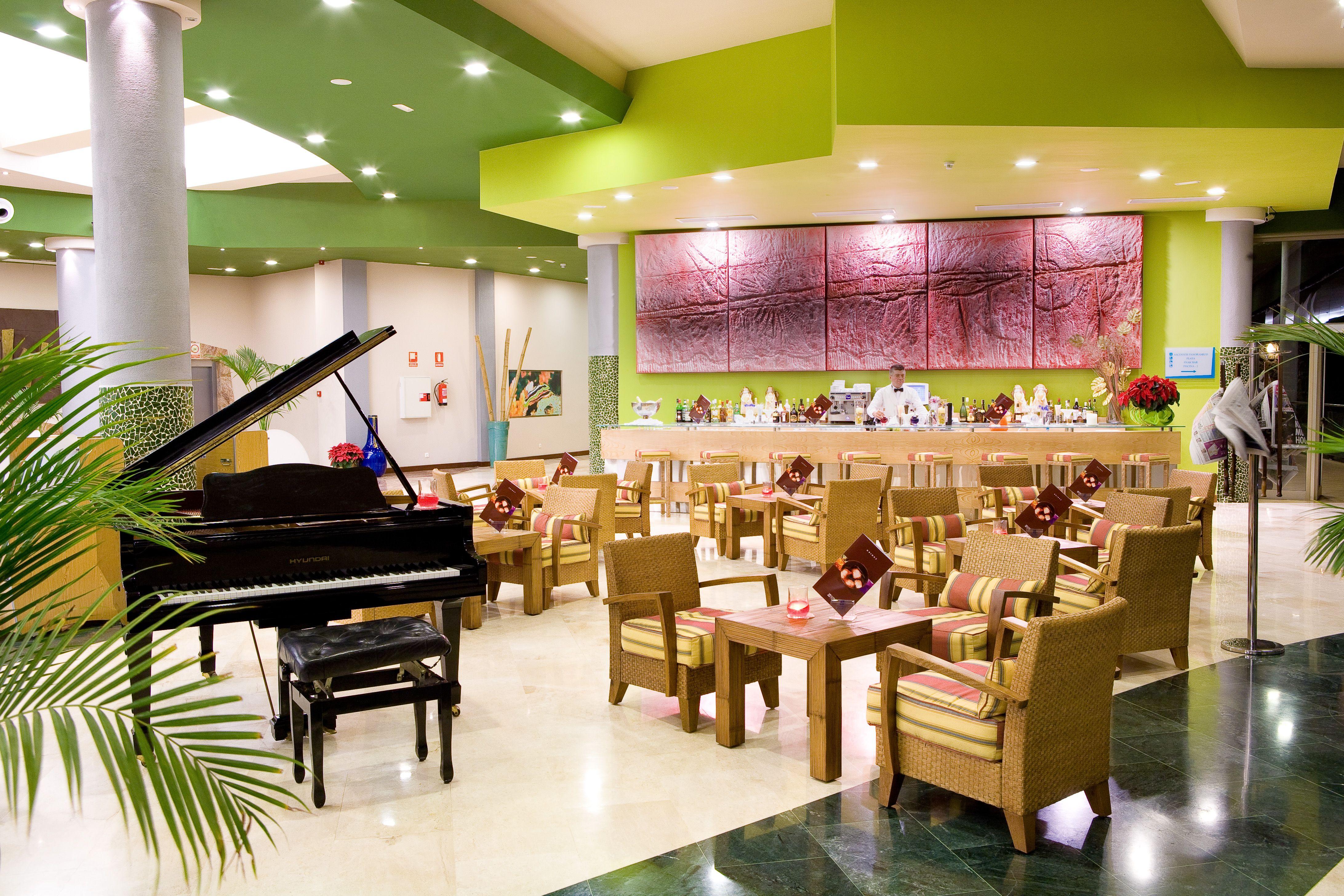 *Wellcome to the Piano Bar in Gloria Palace Royal #PianoBar #GloriaPalaceRoyal #music #GranCanaria  *Bienvenidos al Piano Bar de Gloria Palace Royal