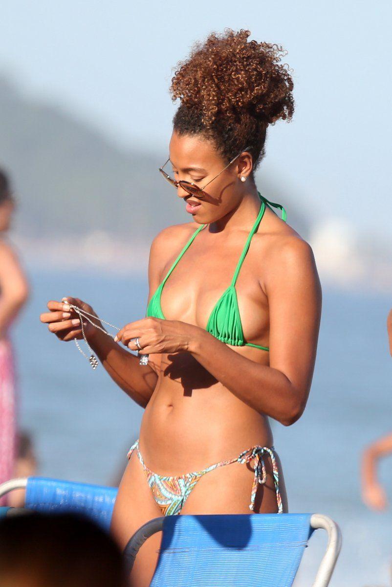 Sheron Menezes exibe corpão em dia de praia com os amigos no Rio de Janeiro  | Dia de praia, Sheron menezzes, Beleza da mulher negra