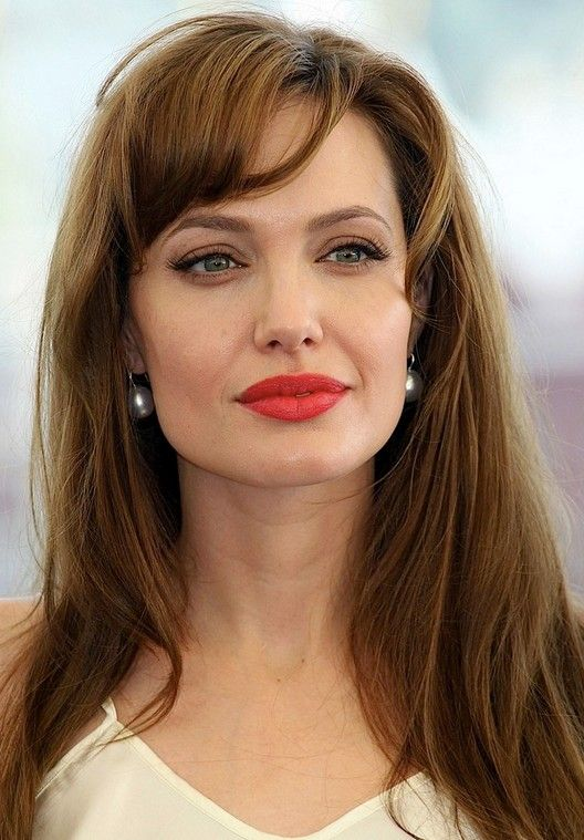 33 Angelina Jolie Hairstyles Angelina Jolie Hair Pictures Pretty Designs Angelina Jolie Hair Angelina Jolie Style Angelina Jolie Makeup