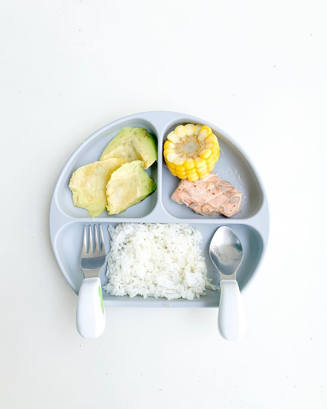 Photo of 14 months / 1 year 2 months ~Salmon in butter and lemon sauce ~White rice ~Corn ~Avocado . Plate:… – molar-runners