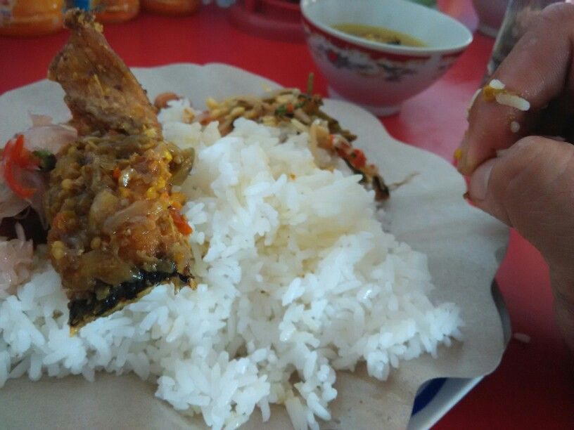 River fish with spices and rice