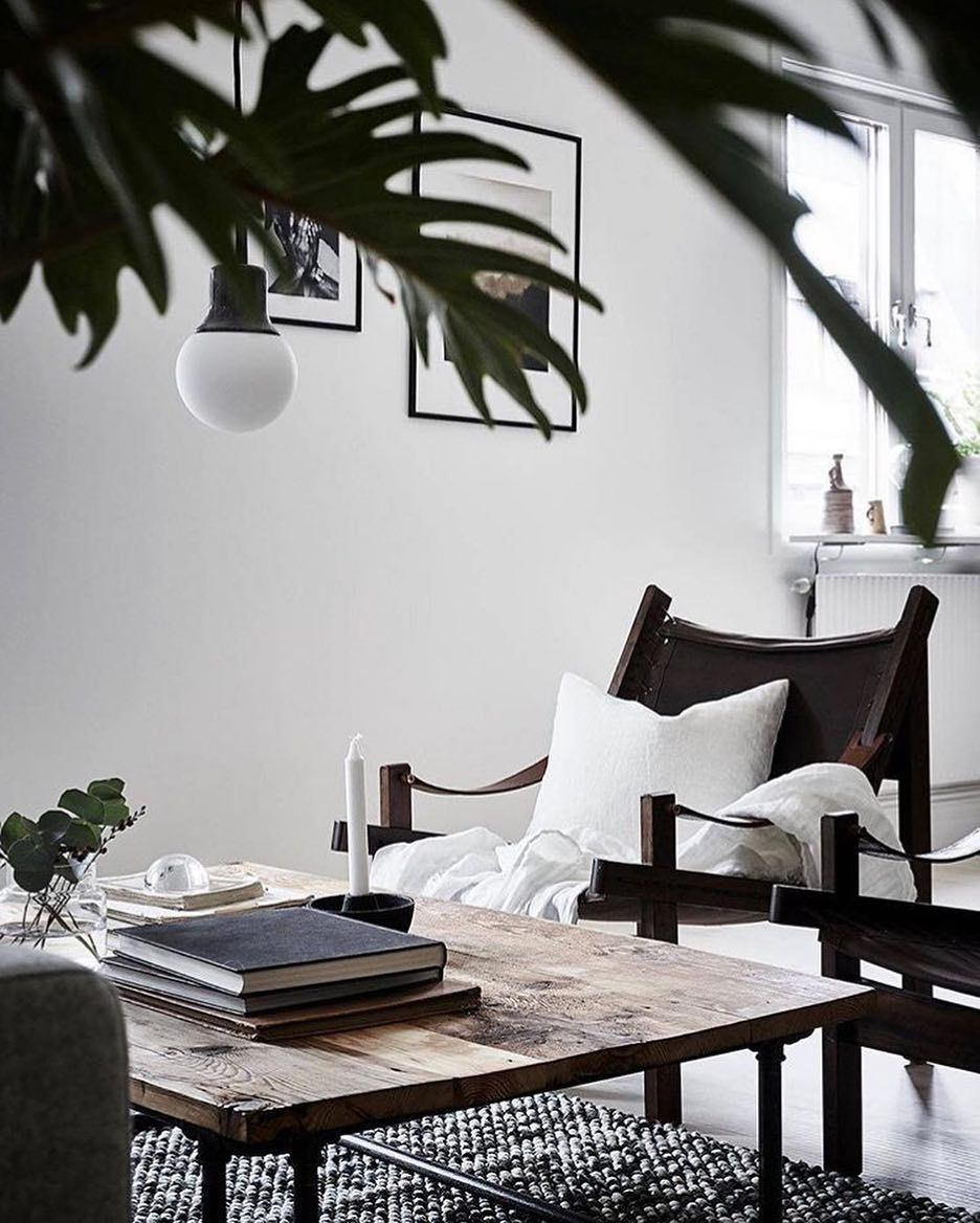 Beautiful renovated #Göteborg apartment via @stadshem. Loving the old building and all the details. #Gothenburg #stadshem #livingroom#safarichair #scandinaviandesign#scandinavianhomes #homeinspiration