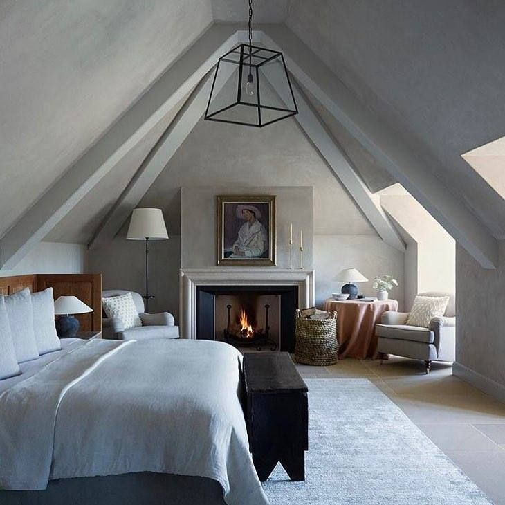 How stunning is this bedroom in @heckfield_place? A private apartment within the Hampshire hotel, the Long Room features our Davey Quad pendant looking glorious against the vaulted ceiling. #vaultedceilingdecor