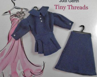 Etsy の 1inch Scale Dollhouse Miniature Hat by TinyThreadsbyJudi