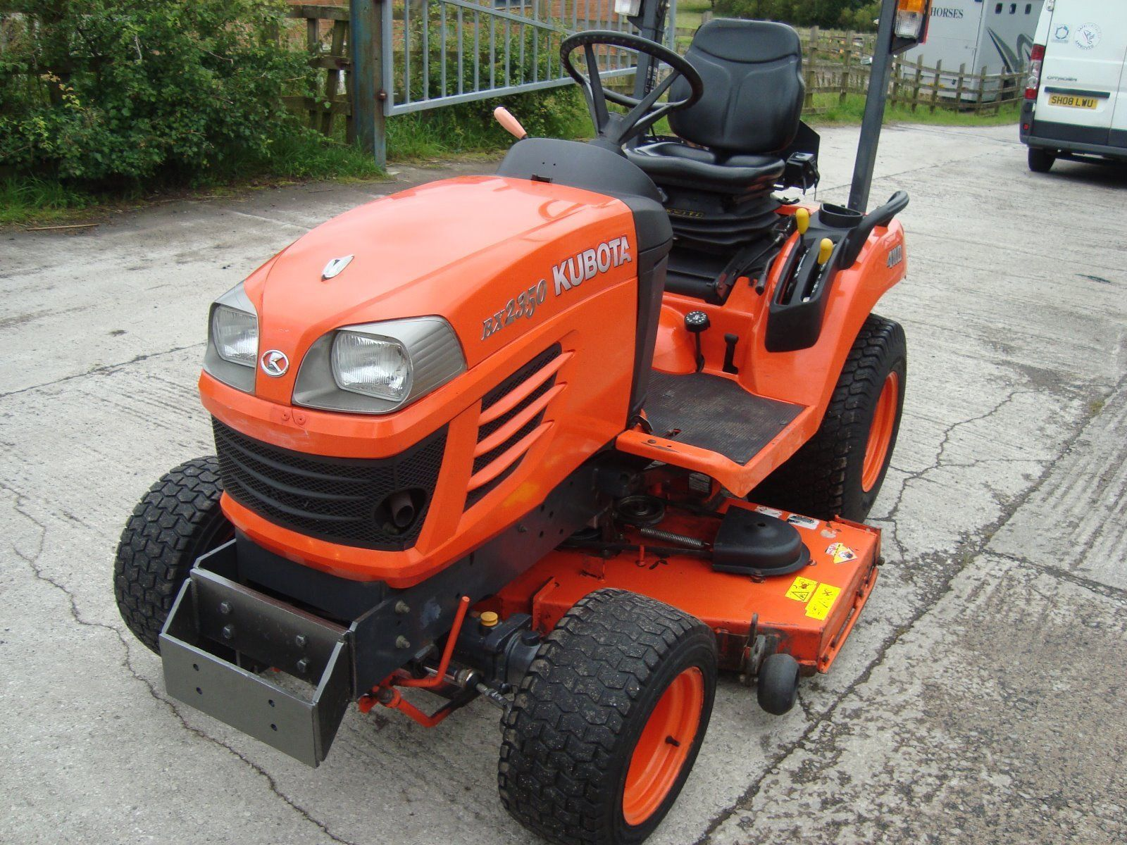kubota bx2350 compact tractor ride on mower also available. Black Bedroom Furniture Sets. Home Design Ideas