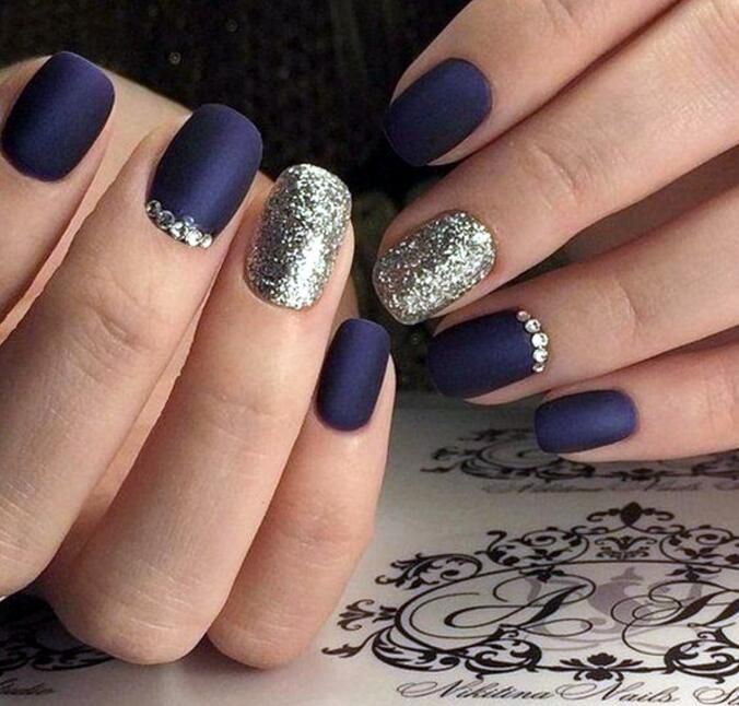 Get Some Great Ideas For Your Winter And Christmas Nails This Holiday Fashion Isn T Only Focused On The Clothes That You Wear It Also Includes