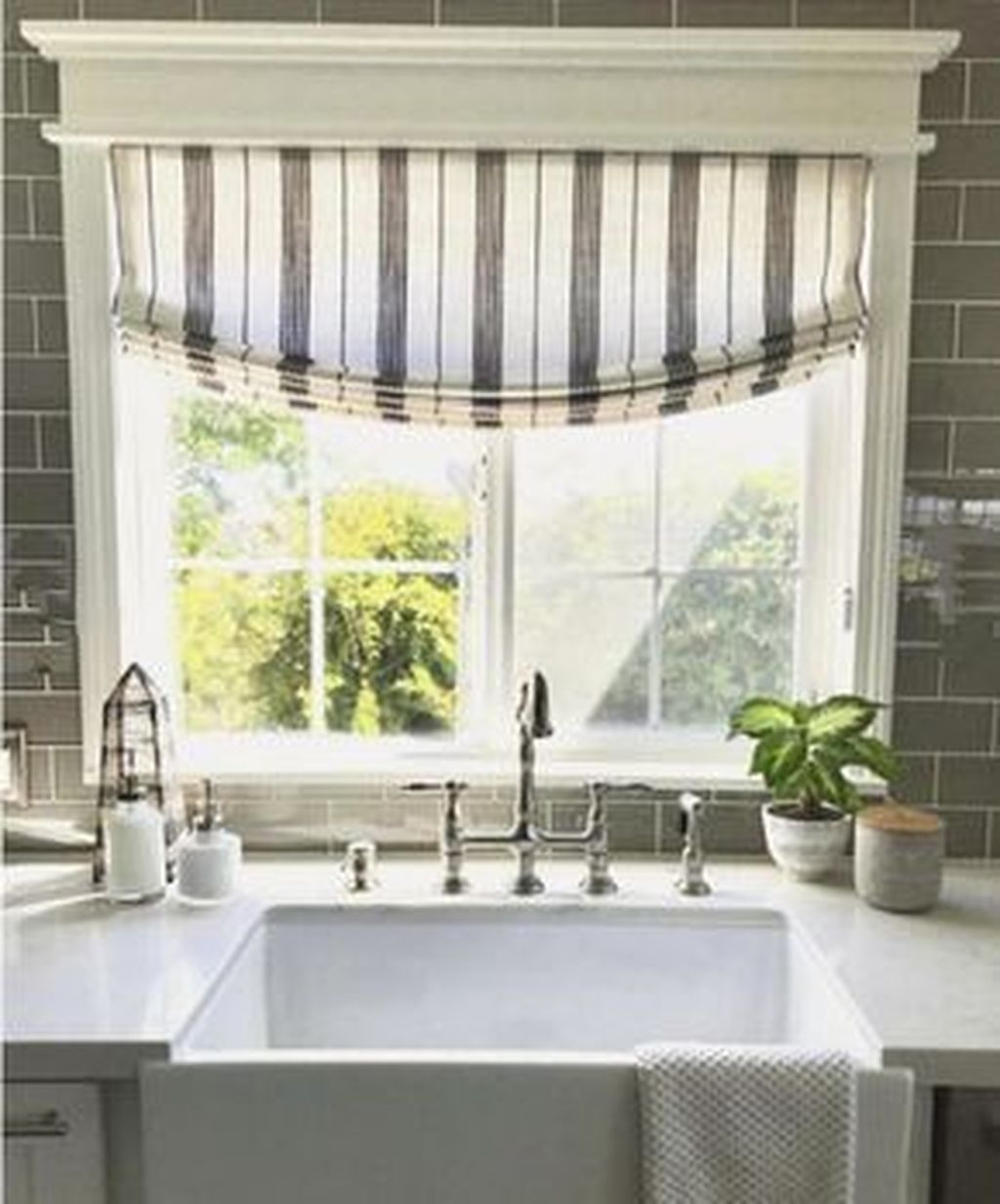 30 Gorgeous Kitchen Windows Ideas That Are Perfect For Your Kitchen Trenduhome Kitchen Window Coverings Roman Shades Kitchen Window Treatments Living Room