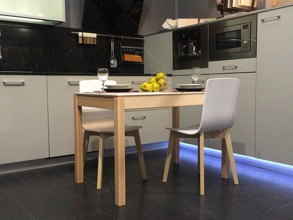 Mesa barata extensible estilo nordico en madera de haya y for Mesa comedor haya