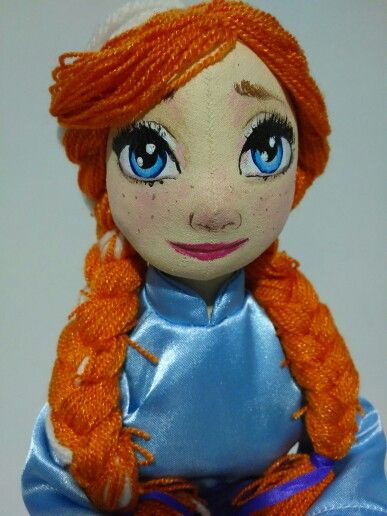 Muñequita de trapo adorable inspirada en Anna de Frozen