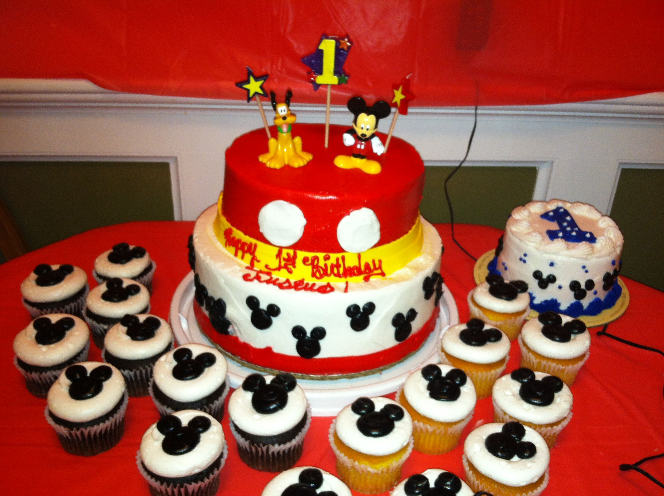 The Cake Cupcakes And Smash My Local Price Chopper Worked With Me On These They Turned Out Great Too Toppers Were From Toy