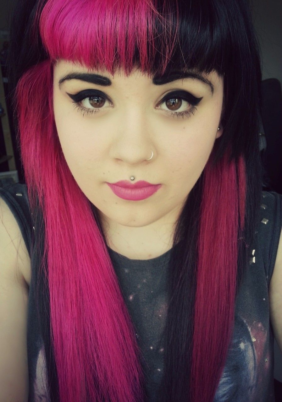 Contrast bangs Black and hot pinkfuchsiacerise
