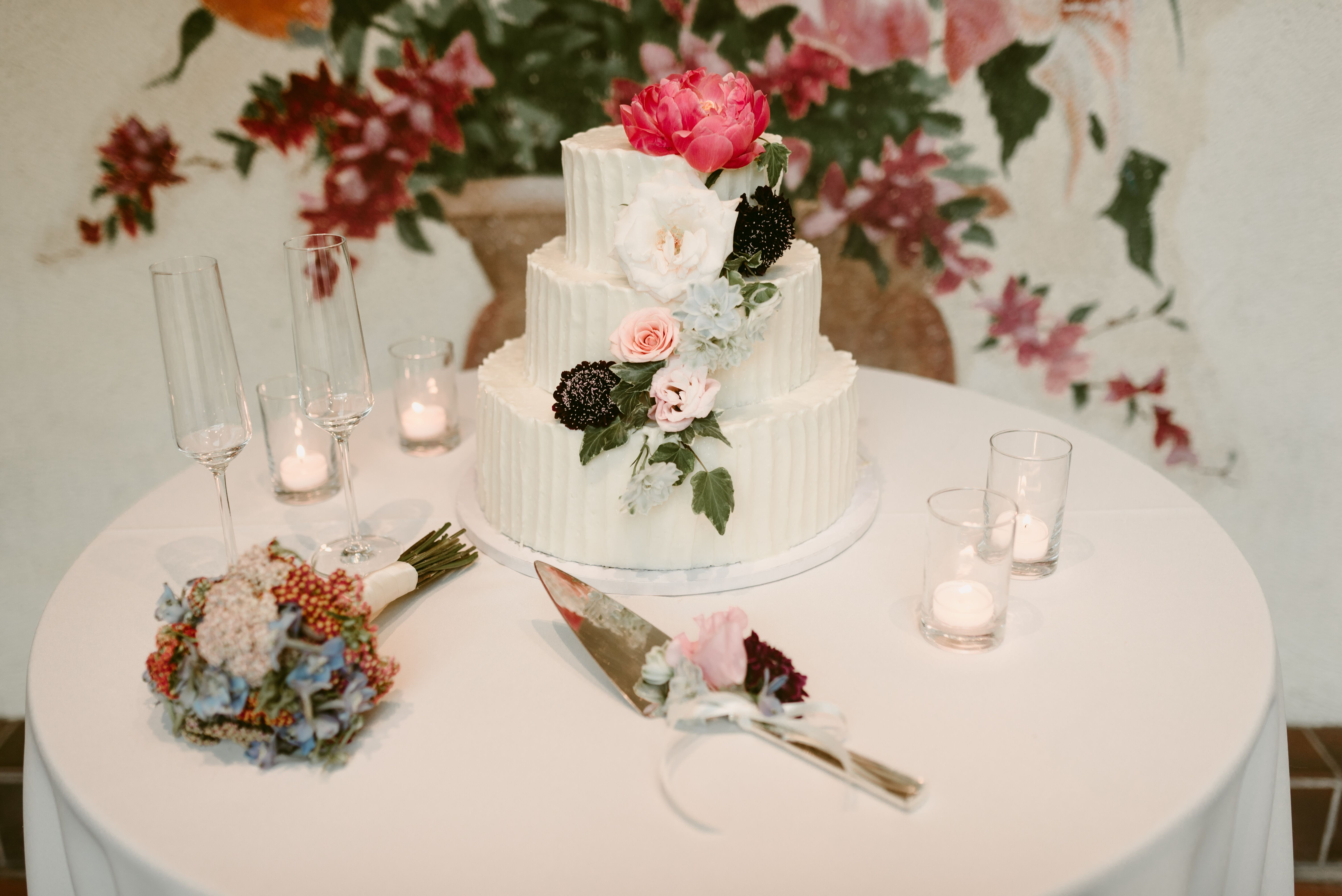 Susiecakes weddings cake tasting table decorations