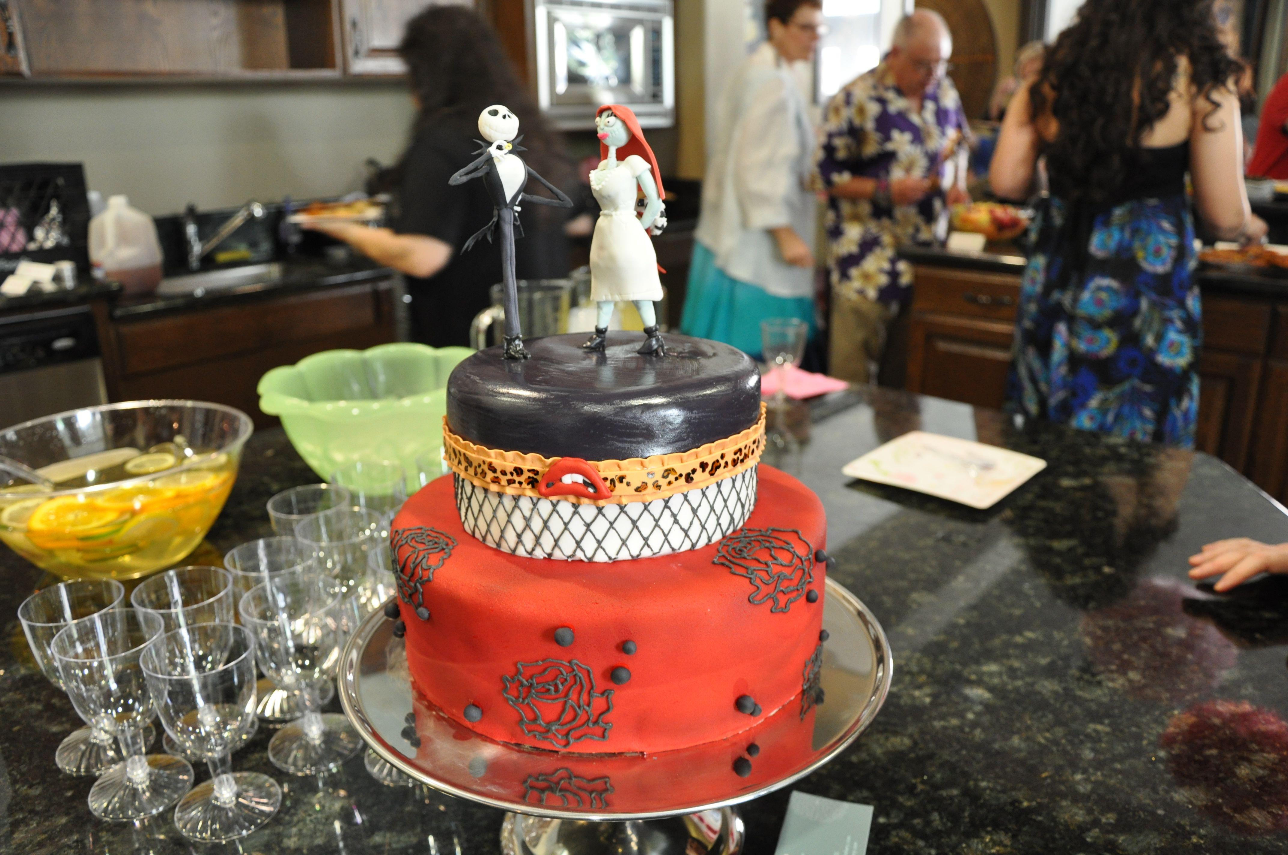 Horror Wedding Cakes | ... wedding cake topper 2 300x199 Nightmare ...
