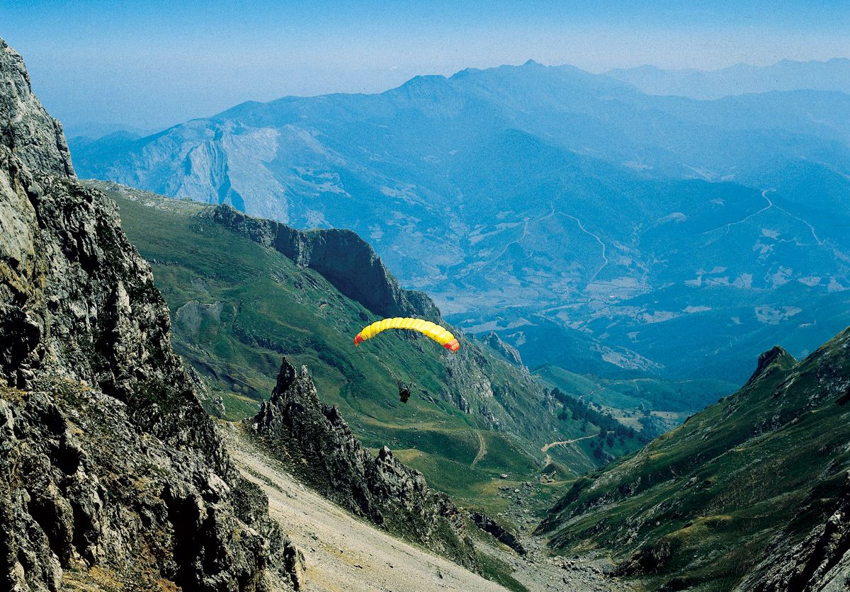 #Parapente #Cantabria #Spain #Travel #Sports #Paragliding