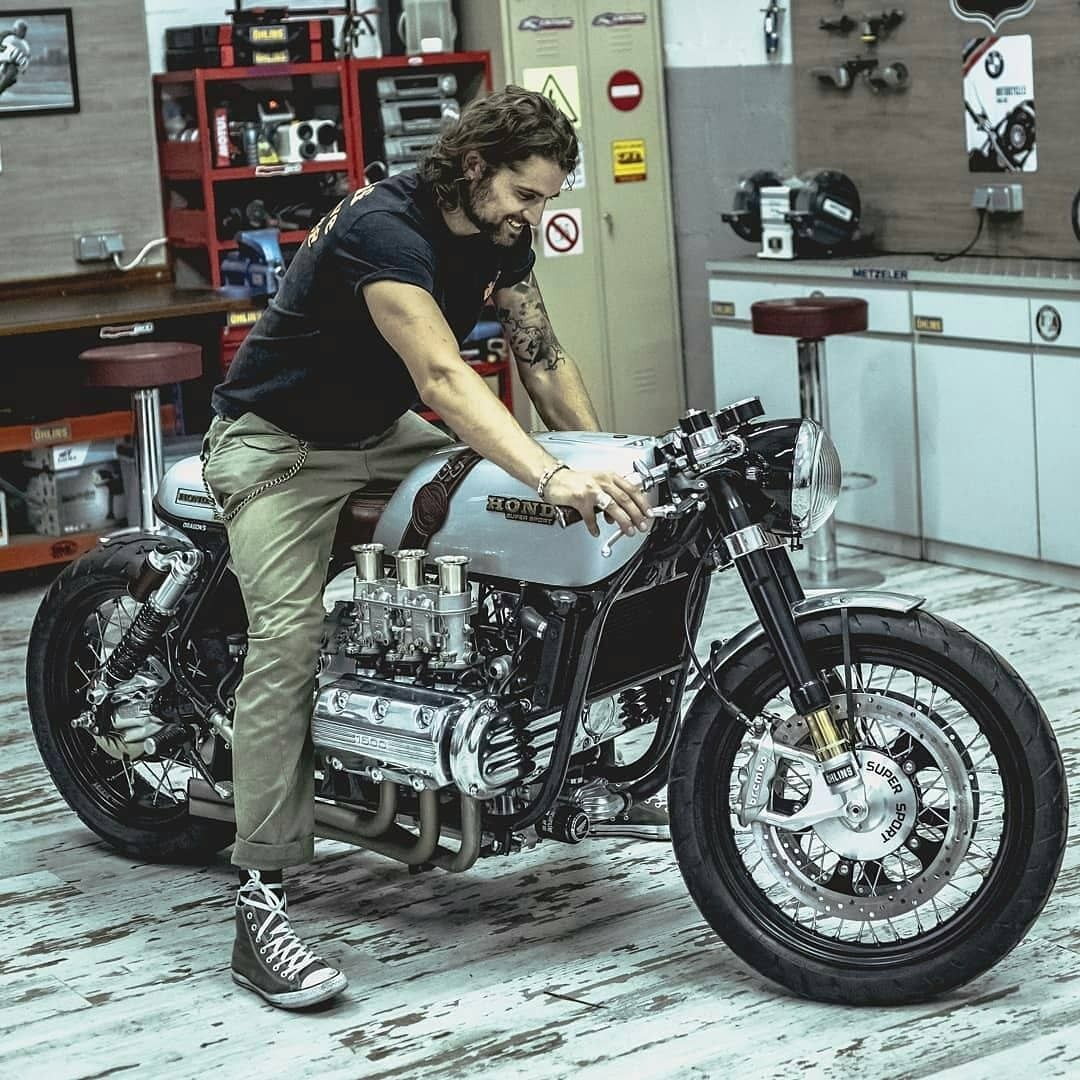 🏁 caferacerpasion.com 🏁 Wow! Big bike! Honda GL1500 Cafe Racer by  Dragon's Motorcycles . #caferac… | Custom bikes cafe racers, Custom cafe  racer, Cafe racer bikes