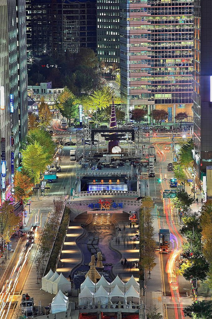 Cheonggyecheon is a nearly 6 km long, modern public recreation space in downtown #Seoul #South #Korea