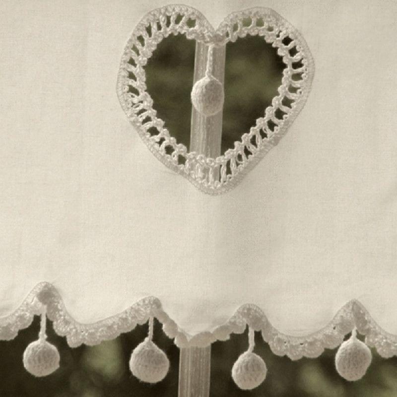 rideau brise bise cru coeur pompons 60 rideaux brise bise les sculpteurs et pompons. Black Bedroom Furniture Sets. Home Design Ideas