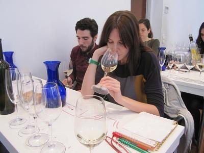 Como cada año la Unión Española de Catadores #UEC organiza nuestras catas. Alumnos UCMgastro en UEC, Pablo Cantó y Vanessa Quintanar 13042013. Imagen Nuria Blanco (@nuriblan)