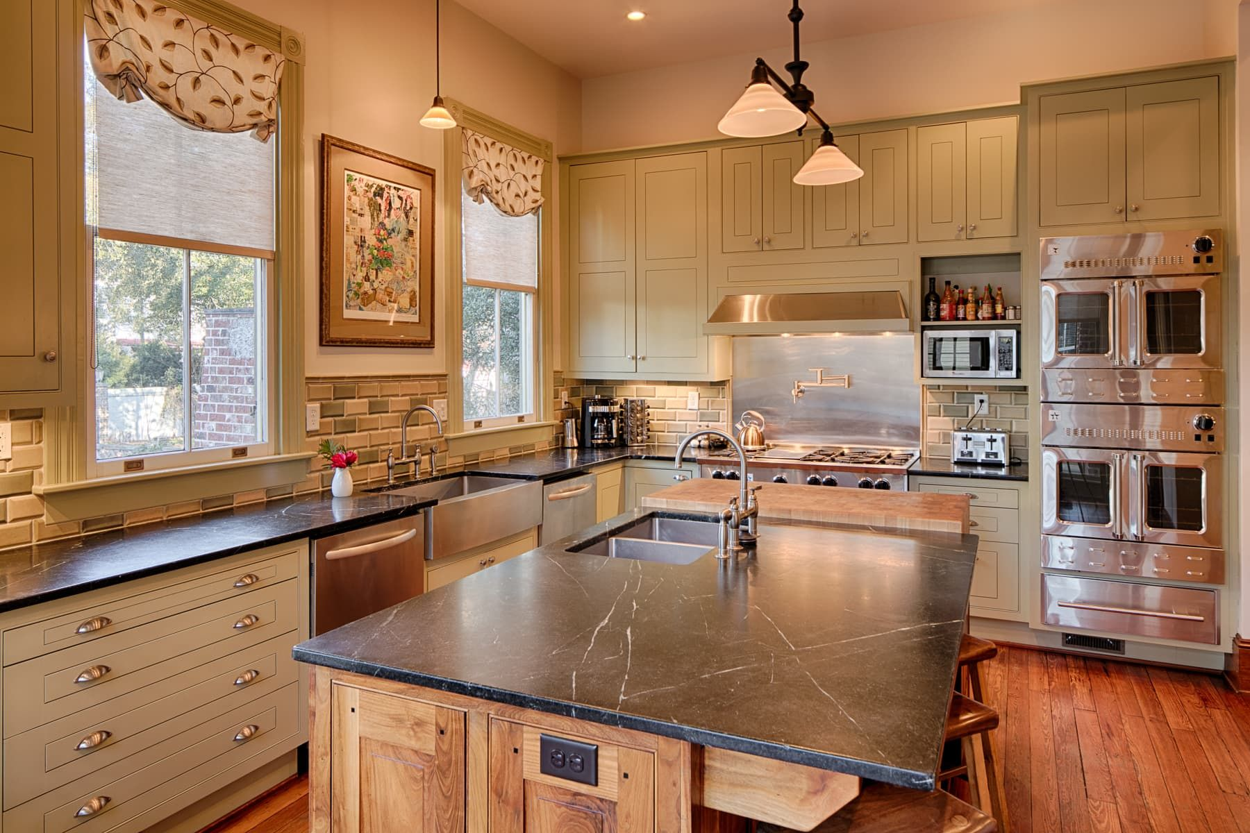 Real Estate Rom Com: History Loves Company in Savannah ...