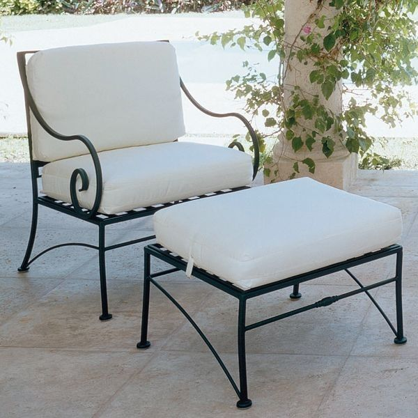 Vintage wrought iron lounge chairs with cushions seat for Rod iron patio furniture