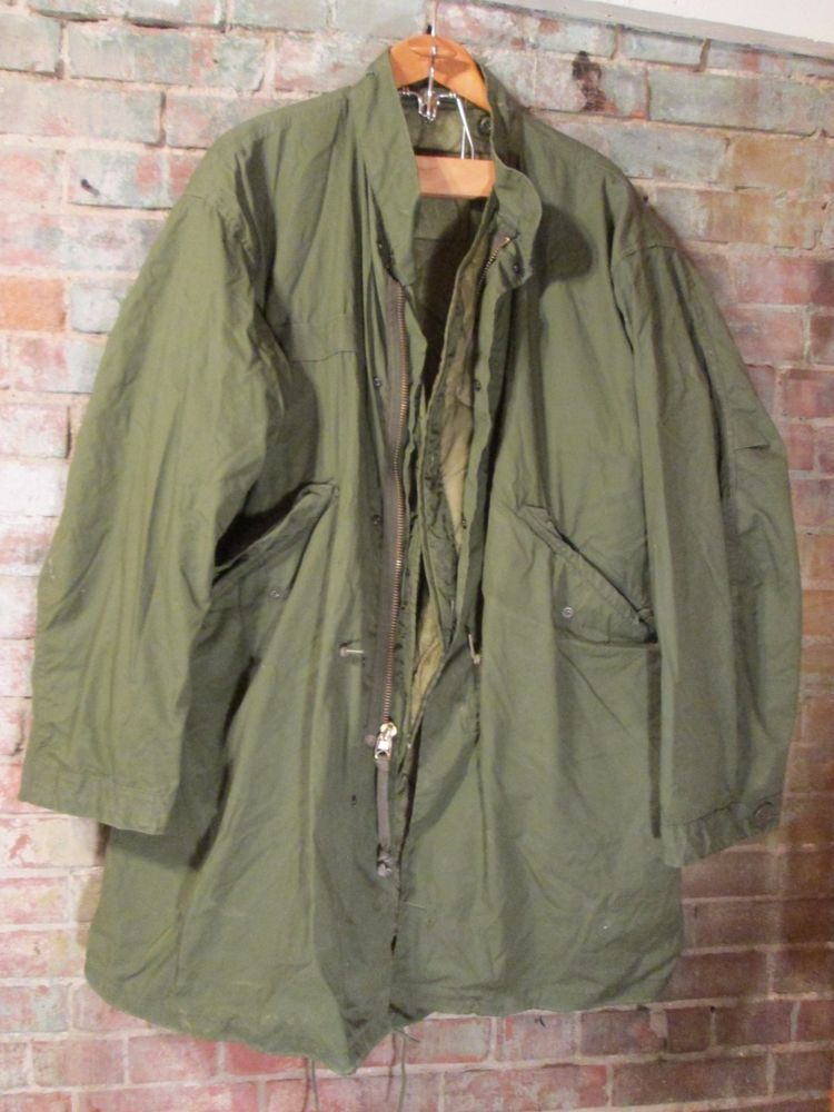 """Vintage Authentic """"EXTREME COLD WEATHER PARKA"""" US Army Jacket w/ Lining sz. Med"""