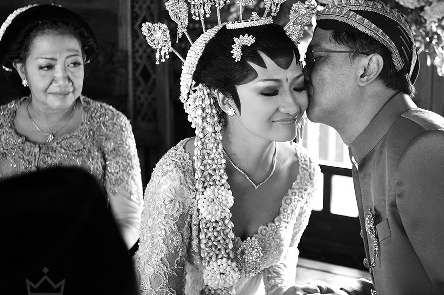 theuppermost javanese wedding ceremony, the wedding day of