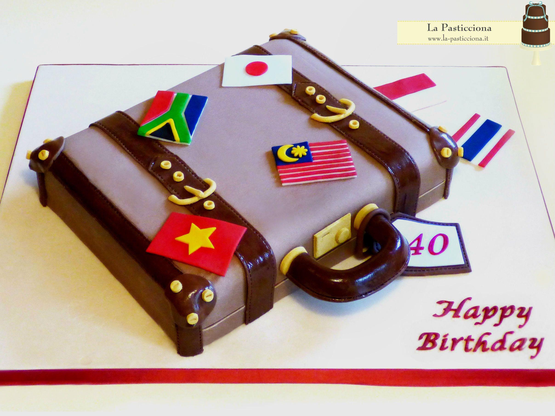 la torta per un amant dei viaggi non può che essere una valigia... www.la-pasticciona.it
