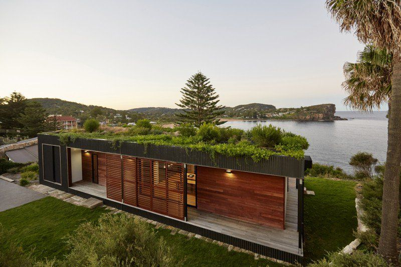 Avalon - A Modern Prefab Beach House With Green Roof by ArchiBlox - exemple de maison moderne