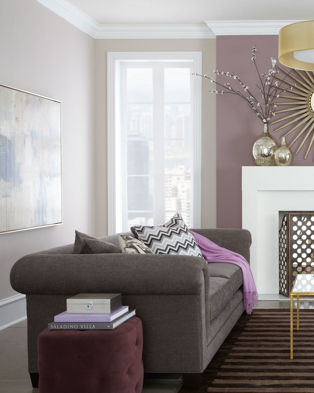 purple wall, grey settee, white coving, off-white ceiling | Wände ...