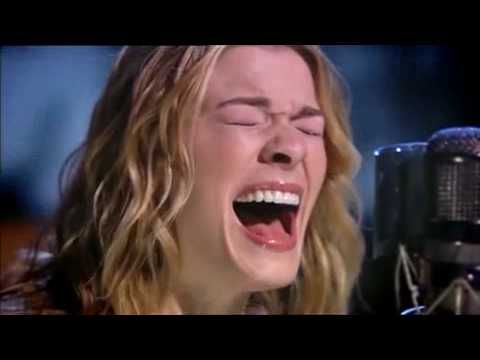 Leann Rimes Can T Fight The Moonlight Live From Abbey Road Julia Roberts Julia Roberts Hair David Letterman Show