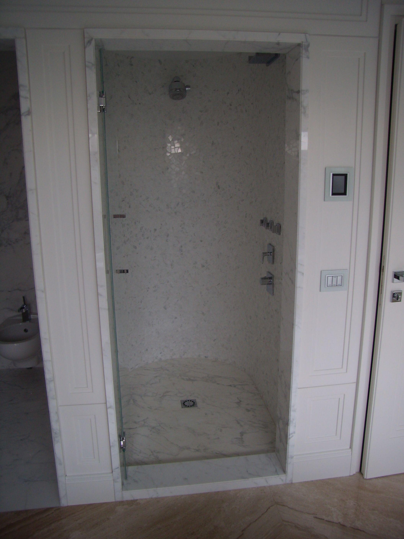 doccia in mosaico di marmo bianco statuariao